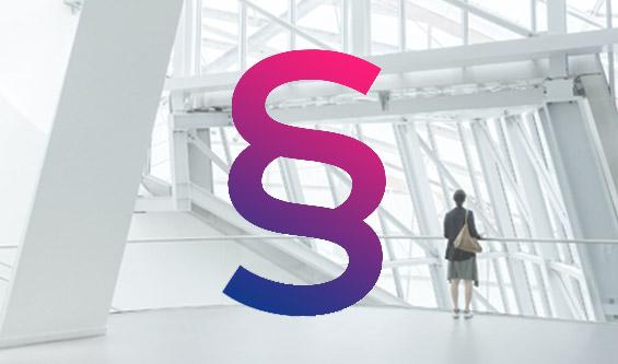 Prosoz Herten-Bild OZG Digitale Verwaltung-Frau steht in einem futuristischem Gebäude vordergründig im dynamischen Farbpfad ist ein Paragraf zu sehen von Dunkelblau bis Pink
