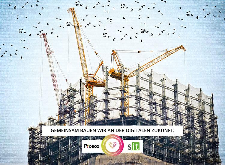 Prosoz Herten-Bild Bauen SIT Kooperation Südwestfalen-IT und Prosoz- drei Kräne auf einer großen Baustelle unterhalb des Bildes steht Gemeinsam bauen wir an der digitalen Zukunft